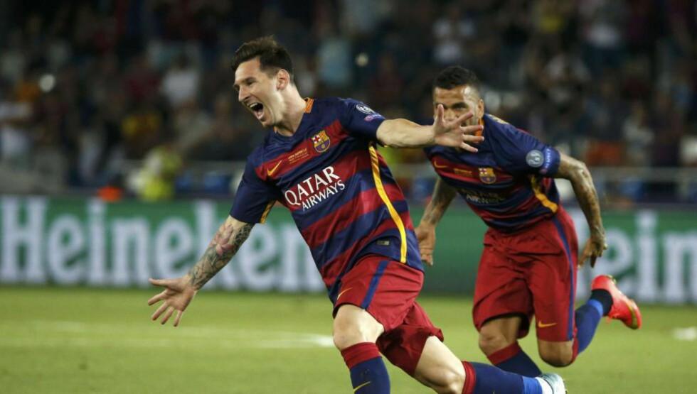FRISPARKPERLER: Lionel Messi vartet opp med to frisparkperler i det som utviklet seg til å bli en svært spennende Super Cup-finale mot Sevilla. Foto: NTB Scanpix