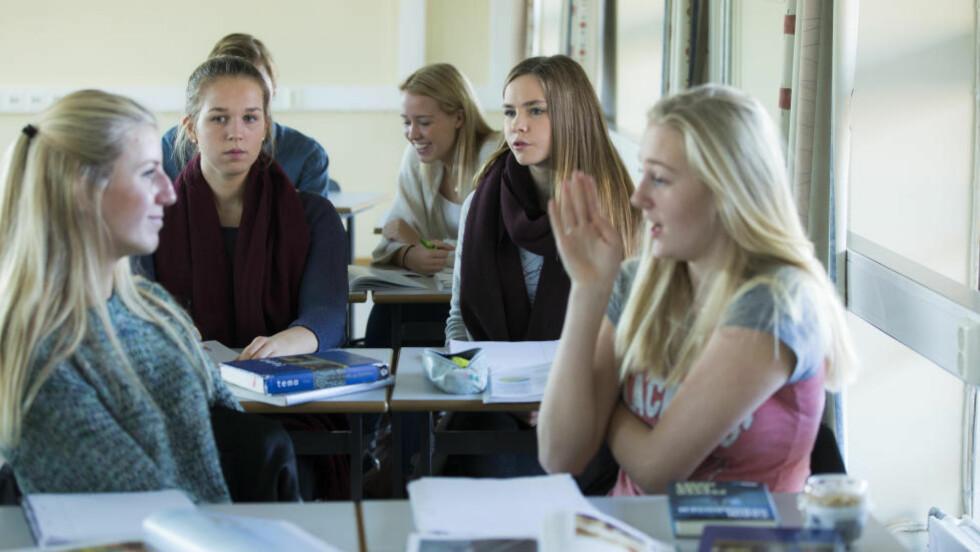 INTEGRERT:  Undersøkelse fra Ungdata viser at det ikke er de flinkeste jente som sliter mest med psykisk helse. Illustrasjonsfoto: BERIT ROALD / NTB SCANPIX