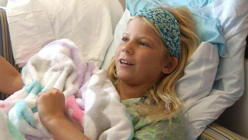 VILLE REDDE VENNEN: Kaley Szarmack ligger nå på sykehus for å komme til hektene igjen etter haiangrepet onsdag. Foto: Vic Micolucci / WJXT-TV.