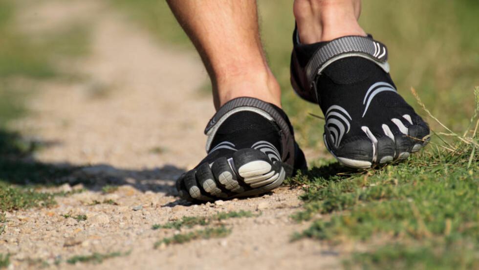 UTEN DEMPING: Det finnes en rekke løpesko uten demping og uten såkalt dropp fra hæl til forfot på markedet. De fleste trenger tilvenning til skoene. Foto: NTB Scanpix / Microstock