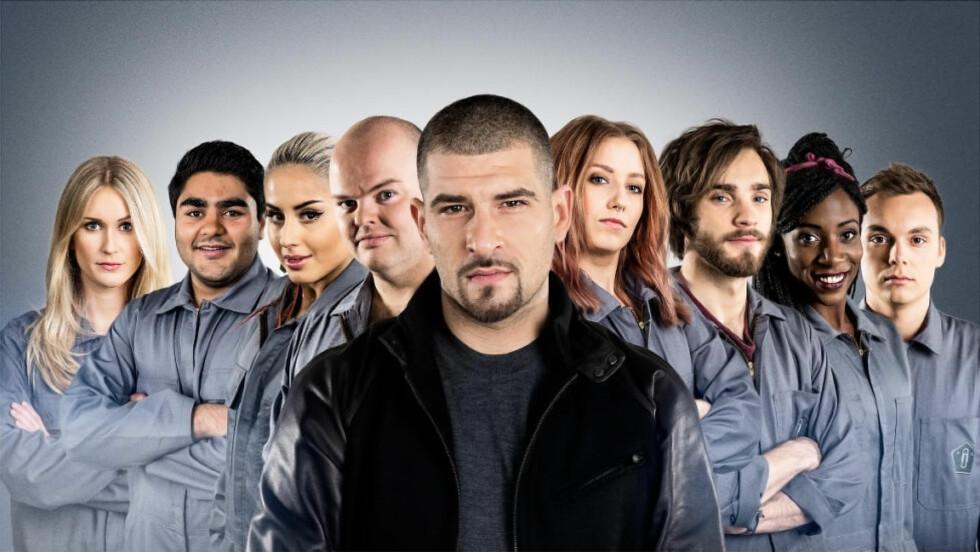 EN SKAL UT: I morgendagens episode av «Diktaturet» må en av de åtte deltakerne forlate serien. Foto: NRK