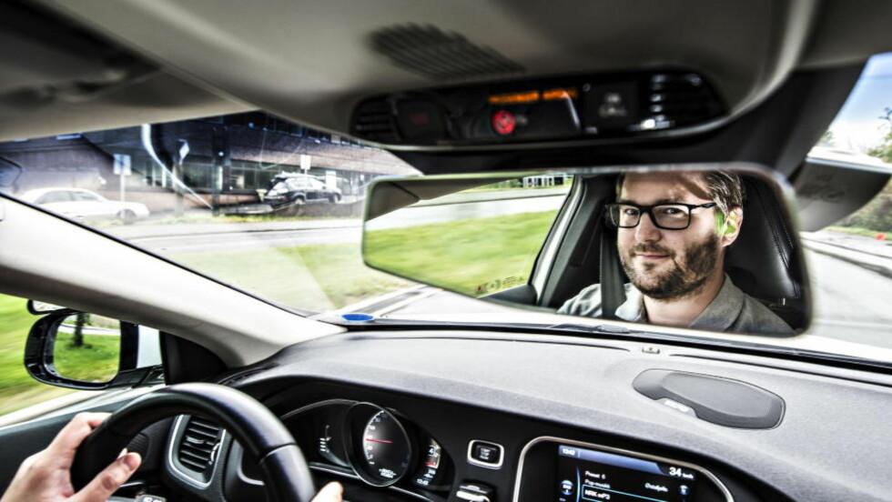 SKREKK-EKSEMPLER: Sjåførlærer Alexander Gustavsen har mange skrekkeksempler på lager.   Foto: Hans Arne Vedlog/Dagbladet