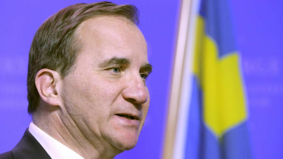 VOLVO-KNIPE: Den svenske statsministeren Stefan Löfven får ikke kjøre Volvo før bilprodusenten har utviklet en pansret modell. Foto: Terje Pedersen / NTB scanpix