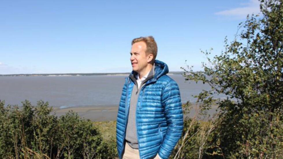 I NATUREN: Utenriksminister Børge Brende rakk en rask tur ut i naturen utenfor Anchorage i Alaska før klimakonferansen Glacier. Foto: Vegard Kristiansen Kvaale / Dagbladet