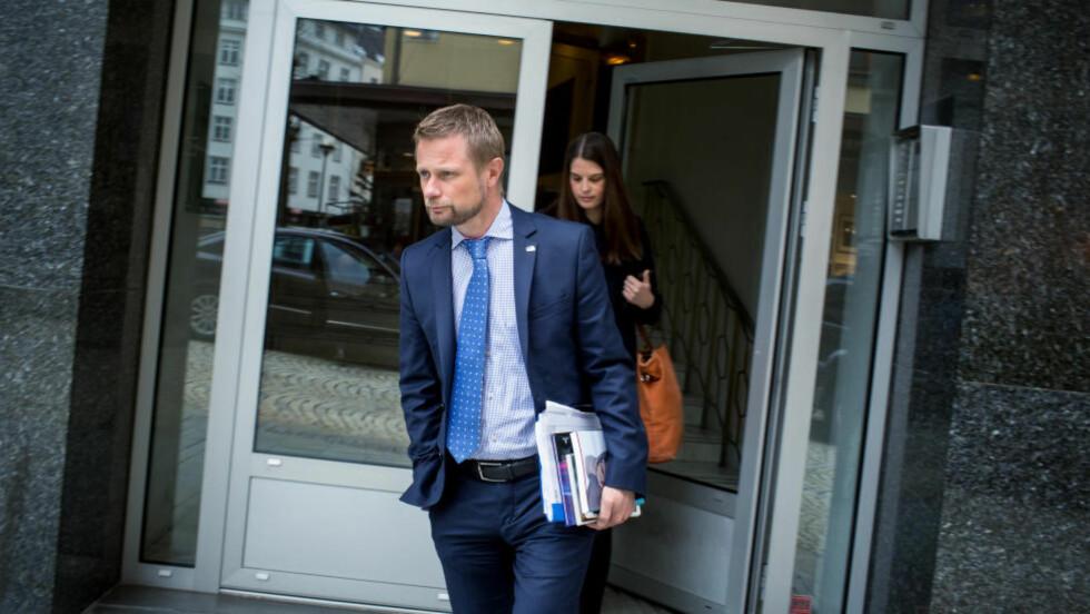 PÅ BESØK:  Helseminister Bent Høie besøkte Senter for krisepsykologi i Bergen mandag. Der ble Dagbladets dokumentarserie om barna som ble igjen etter partnerdrap diskutert. Foto: Eivind Senneset / Dagbladet