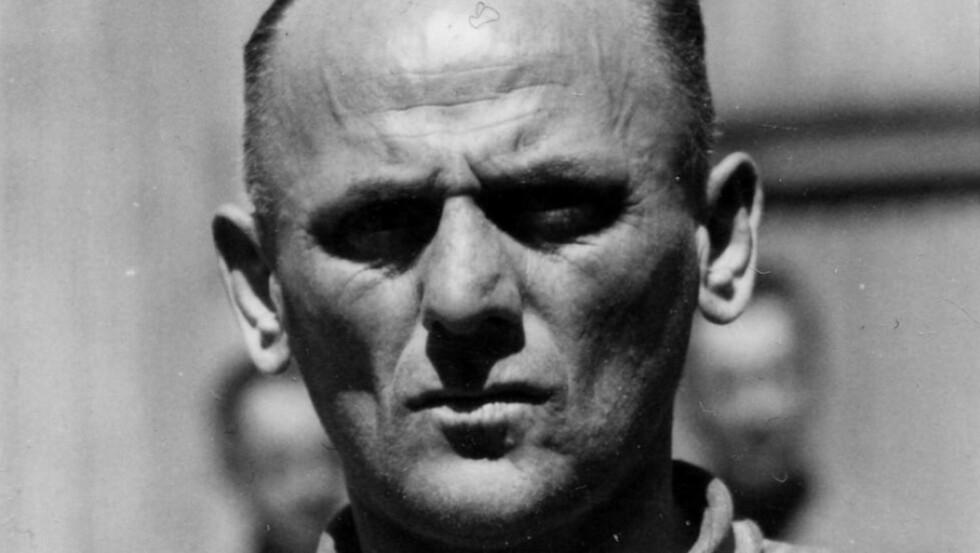 DØMT TIL DØDEN: Hans Aumeier ble utlevert til Polen etter krigen. I 1947 ble han dømt til døden sammen 22 andre Auschwitz-bødler. Han viste fortsatt ingen anger og nektet all skyld. Da dommen ble forkynt sa han: «Jeg dør som syndebukk for Tyskland». Foto: Norges Hjemmefrontmuseum