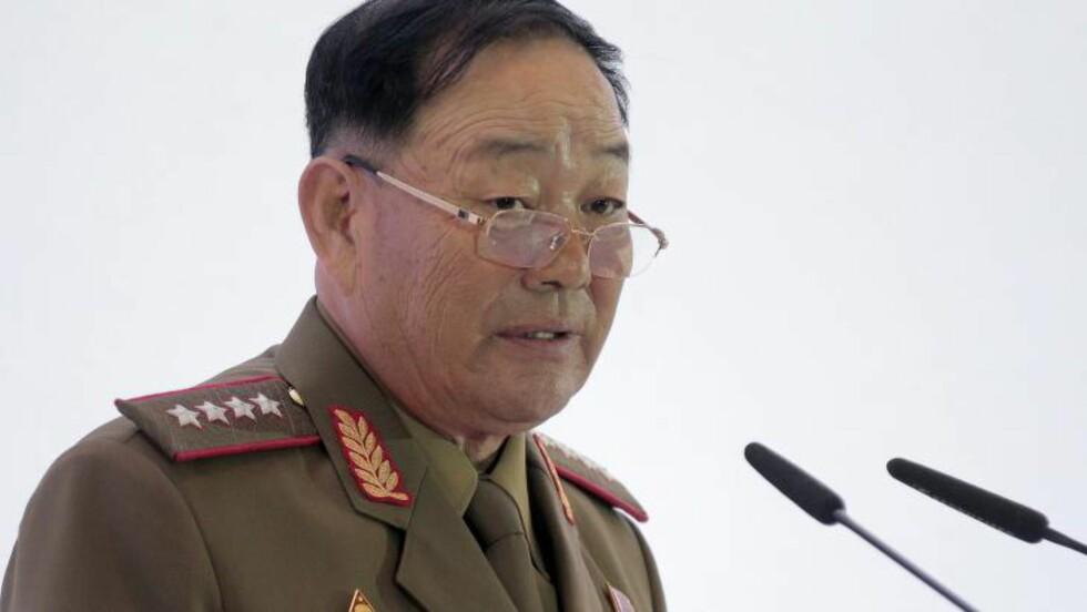 SOVNET: Nord-Koreas forsvarsminister, Hyon Yong-chol skal ha blitt henrettet etter at han sovnet under et militærarrangement. Foto: EPA/MAXIM SHIPENKOV