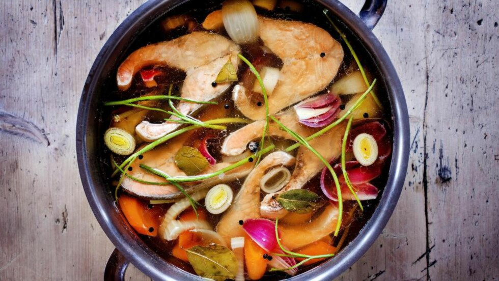 SUPER MAT:  Kald laks med pepperrotrømme. Smaker godt og kan lages dagen før dagen. Foto: METTE MØLLER