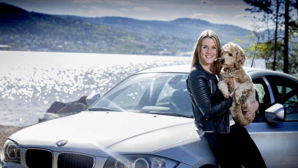 Store besparelser:  Hannah Thune ,  24 år og sykepleier i Drammen. Hun sparer 3000 kroner i forsikring på sin  første bil , BMW 1.16 D  ved hjelp av våre råd.   Her med hunden  Hoccih.  Foto: Bjørn Langsem / Dagbladet