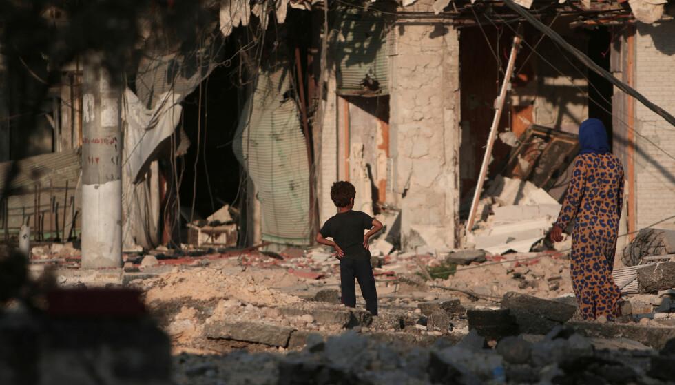 <strong>I FARE:</strong> De siste tallene fra FN melder om at Syria er verdens største humanitære krise. 13,5 millioner mennesker trenger hjelp. FN mangler over 22 milliarder kroner for å hjelpe flyktningene. Akkurat nå står Aleppo med to millioner innbyggere i fare for å bli fullstendig isolert, skriver Arild Hermstad. Foto: Rodi Said / NTB Scanpix