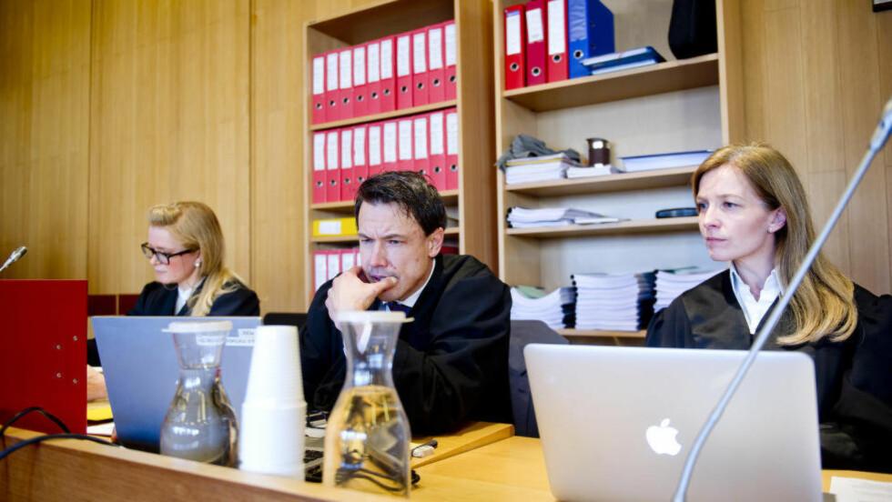 MILDERE DOMMER ENN AKTORS PÅSTAND:   Statsadvokat Alvar Krafft Randa (i midten) og statsadvokat Kristin Røhne (t.v.) har vært  aktorer i rettssaken mot fem personer i den grove overgrepssak som begynte i Drammen tingrett. Foto: Jon Olav Nesvold, NTB Scanpix.