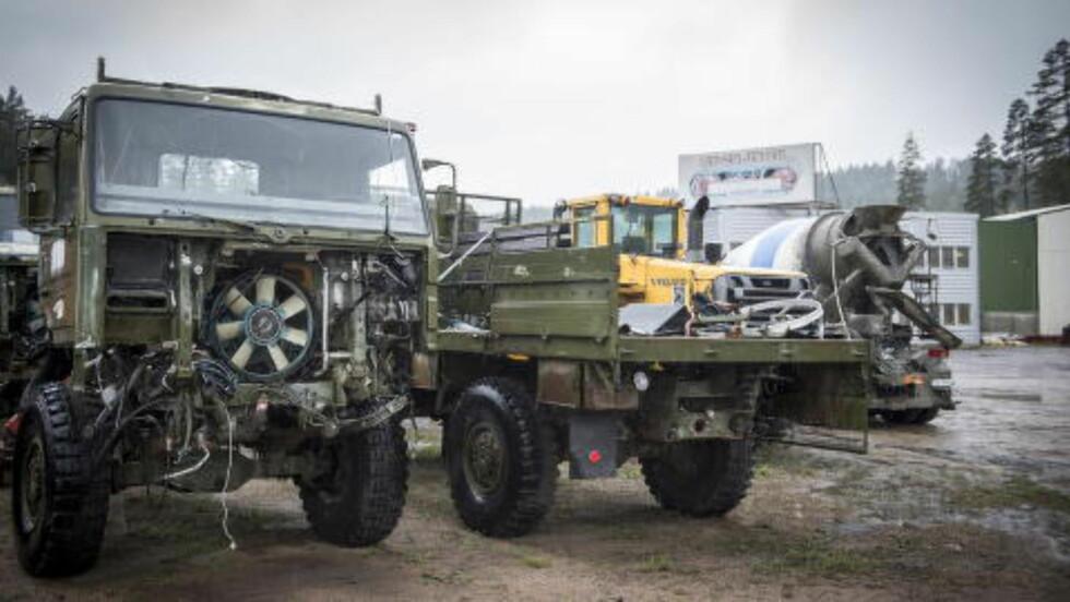 <strong>BRUKT:</strong> Militære lastebiler på tomta til AS Roger Jensen Trading Co. Ltd på Kongsberg. Foto: Øistein Norum Monsen / Dagbladet