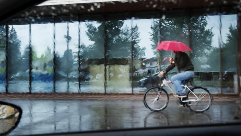FORTSATT RUSKEVÆR: - Det er såvidt det er opphold før det er dårlig vær igjen, sier Meteorologisk institutt. Bildet er fra juli i fjor. Foto: Benjamin A. Ward / Dagbladet