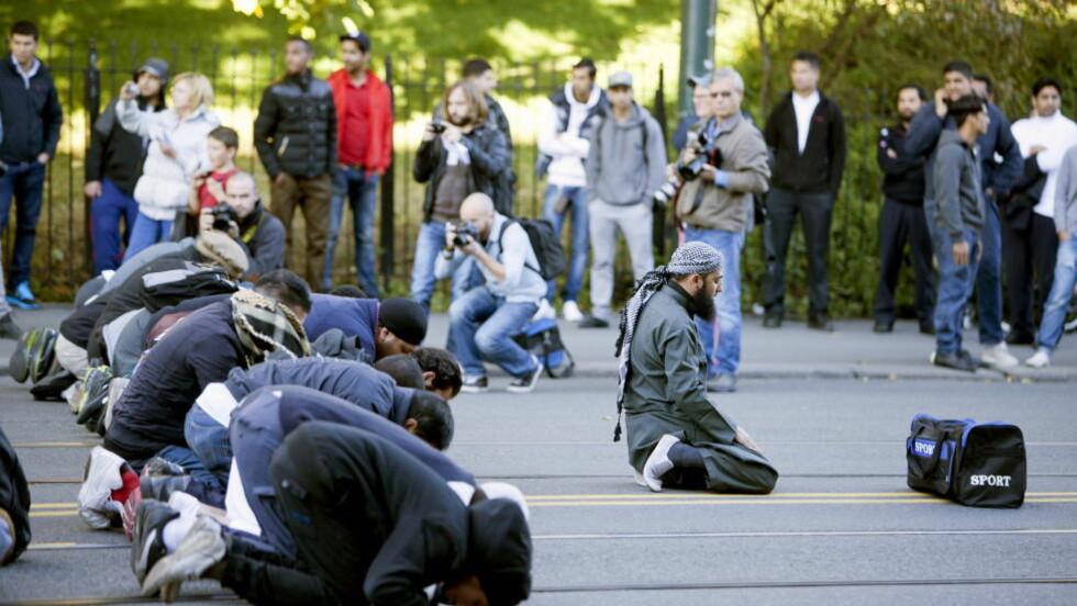 RADIKALE ISLAMISTER:  I september 2012  demonstrerte den radikale islamske ekstremist gruppa Profetens Ummah utenfor Den amerikanske ambassaden i Oslo. Gruppa er av PST regnet som ekstreme islamister.  Foto: Sara Estiri/ Dagbladet