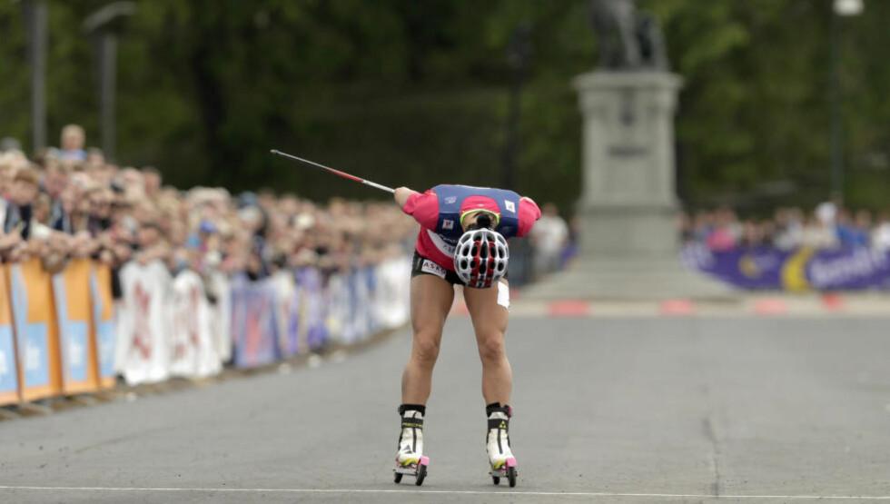 SLO SEG: Marit Bjørgen bukket for publikum da hun gikk i mål etter semifinalen, men like etterpå begynte hun å gråte. Foto: Vegard Wivestad Grøtt / Scanpix