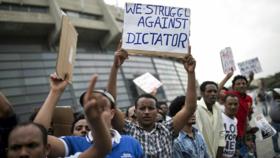 RØMMER FRA DIKTATUR: Nesten 5.000 eritreere flykter hver måned. De er ikke lykkejegere, men flykter fra reelle lidelser, understreker FNs spesialrapportør Sheila B. Keetharuth. Her demonstrerer eritreere mot diktaturet utenfor sitt lands ambassade i Tel Aviv i Israel. Foto: Reuters / Baz Ratner / NTB scanpix