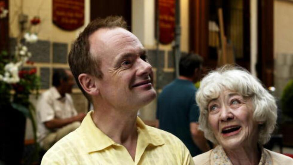 """Kjent fjes: Per Christian Ellefsen er et norsk bidrag i den kinesiske filmen. Her sammen med Grethe Nordrå under innspillingen av """"Mors Elling"""".  FOTO: ROLF M. AAGAARD"""