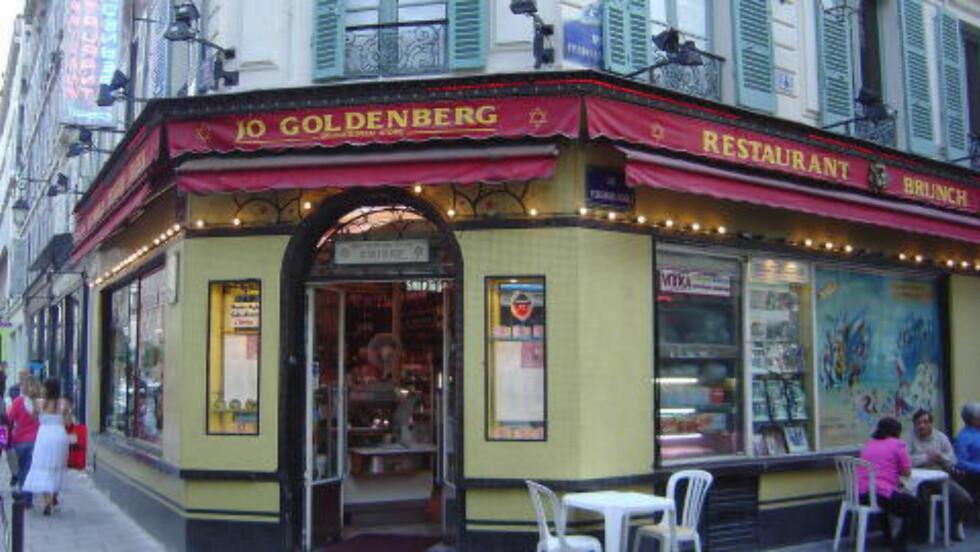 SEKS DREPT: Denne kafeen i Marais-distriktet i Paris ble angrepet i 1982. Foto: Wikimedia Commons