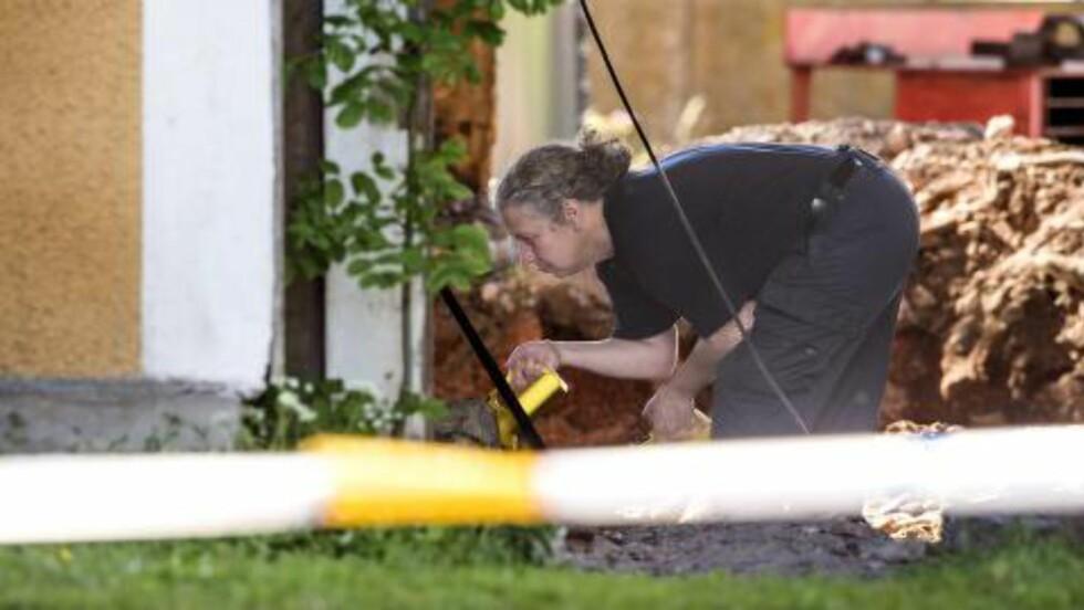 <strong>SAVNET:</strong> Politiet har i flere dager lett etter 17 år gamle Lisa Holm. Fredag kveld ble en gård sperret av. Foto: ERICSSON MARCUS / Aftonbladet / IBL Bildbyrå / NTB Scanpix