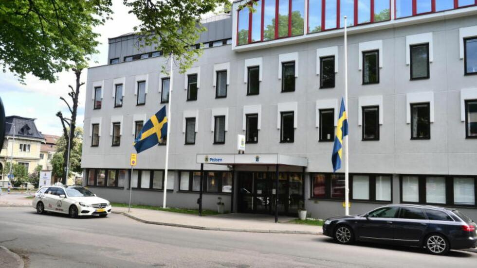 <strong>PRESSEKONFERANSE HER:</strong> På Skövde politihus. Over hele Skövde flagges det på halv stang lørdag. Foto: Thomas Rasmus Skaug / Dagbladet