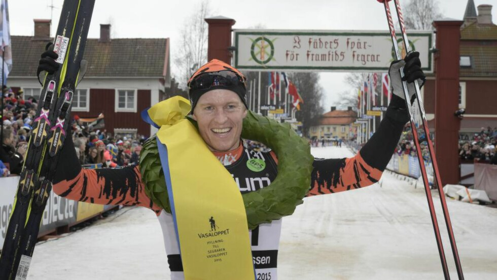 VASALOPPET: Petter Eliassen spurtet ned Anders Aukland og vant Vasaloppet. Foto: AFP PHOTO / TT NEWS AGENCY / ULF PALM / NTB Scanpix