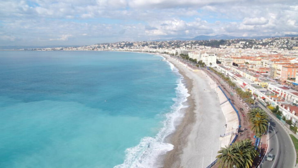 NICE: By og strand, hand i hand. Det er derfor Nice i over 100 år har vært - og er - en feriefavoritt. Foto: RUNAR LARSEN