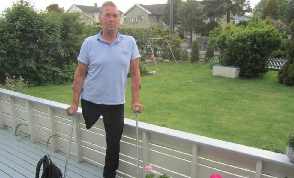 FORTVILET OVER REGELRYTTERI: Johannes Kvalsvik (61) mener NSB burde utvist skjønn når de så at han manglet et bein. Foto: Privat