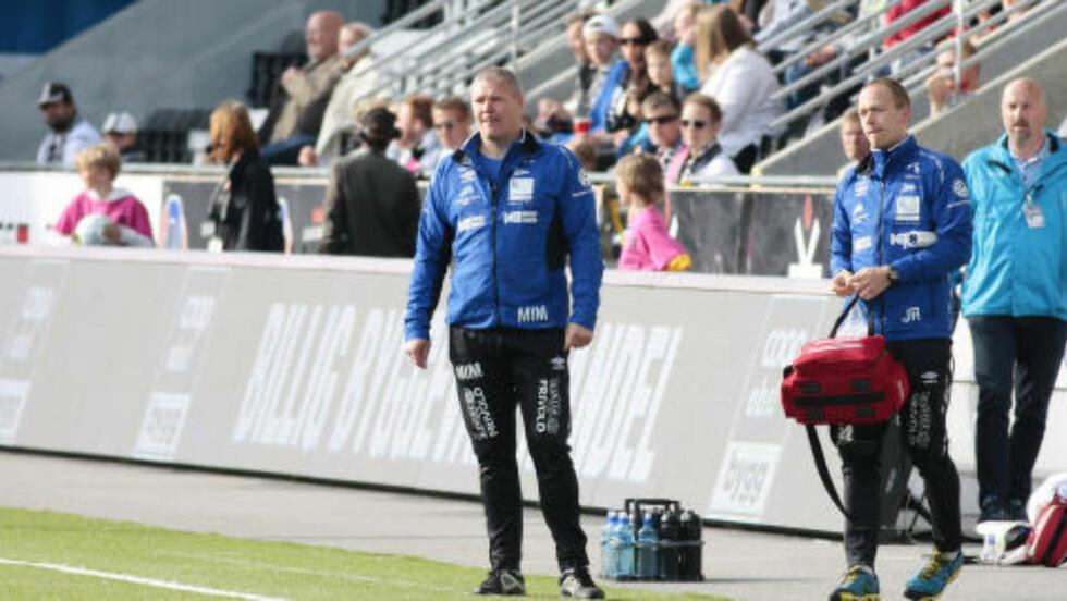 RASTE: Starts trener Mons Ivar Mjelde var rasende på dommeravgjørelsen om å gi Odd Straffespark tidlig i kampen. Foto: Tor Erik Schrøder / NTB scanpix