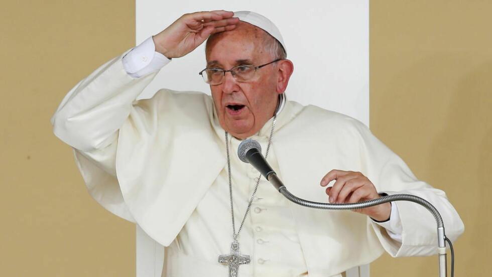 HARDT UT: Pave Frans går til hardt angrep på det han mener er dobbeltmoralske våpenprodusenter. Foto: PREUTERS/Alessandro Garofalo