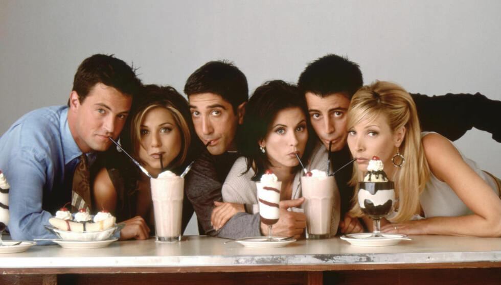 ENKLERE TIDER: Å kjøpe inn tv-serier var litt enklere før strømmetjenestene og nisjekanalene eksploderte, den gangen «Friends» samlet folket på TV 2. I dag er det i stedet TVNorge som sitter på rettighetene. (Bildeteksten er rettet fra en tidligere versjon hvor det sto at serien ennå gikk på TV 2.)