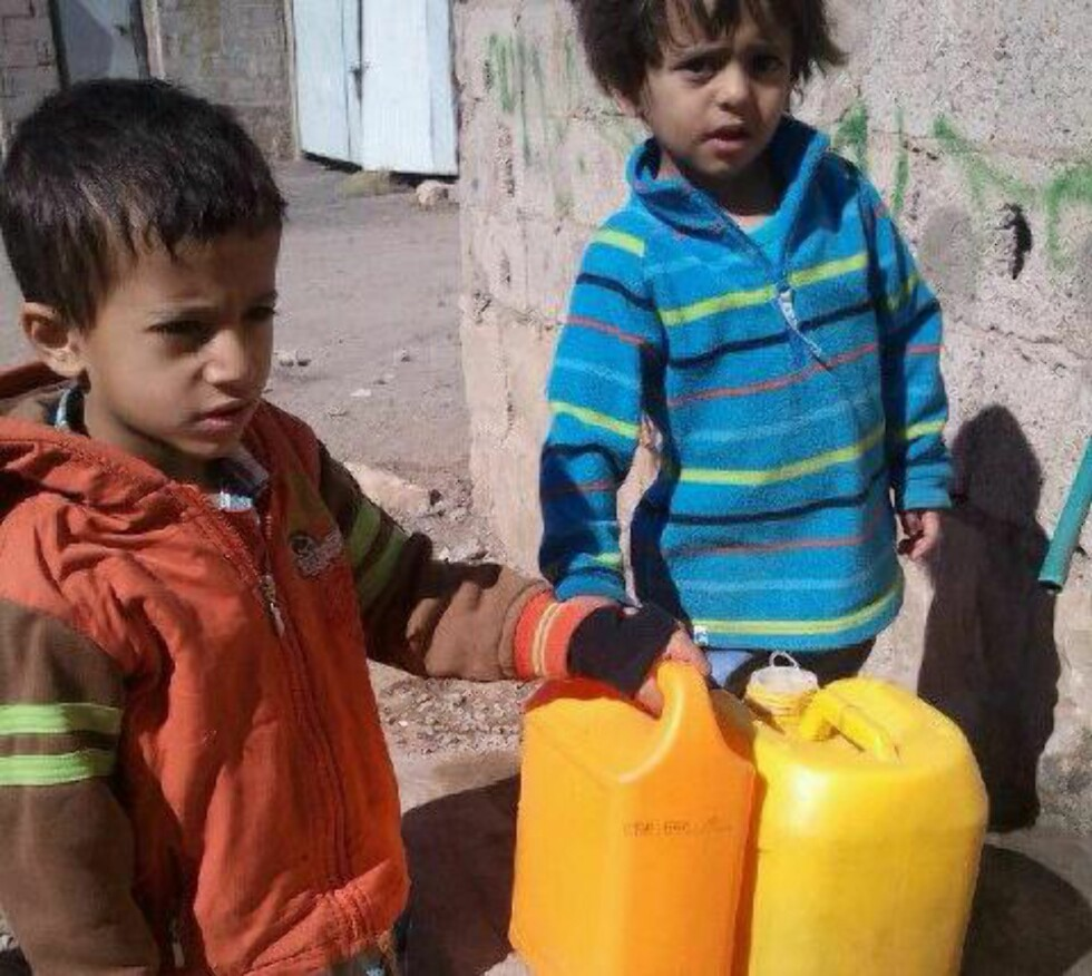 HENTER VANN:  Seksårige Suleiman og treårige Haron. Foto: Privat