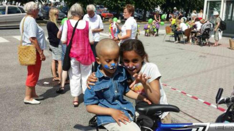 FEIRET NASJONALDAGEN: Suleiman (6) og Shaimaa (11) feiret 17. mai i Lillesand i fjor. Familien var godt integrert, og Shaimaa gikk i femte klasse. Shaimaa var spesielt glad i å sykle og være med vennene sine. Foto: Privat