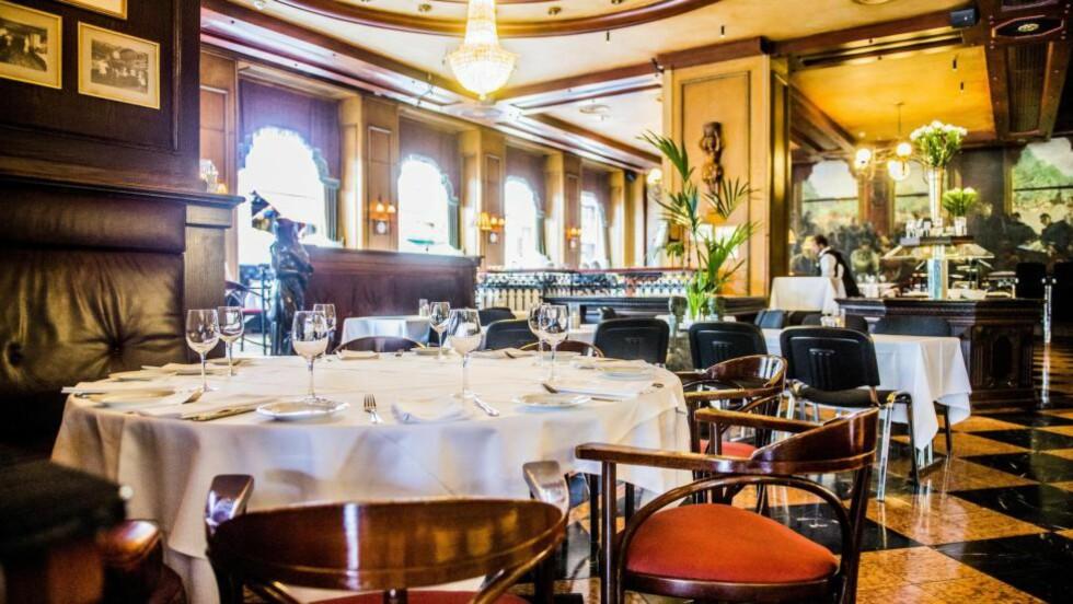 FOR PENT: Etter at det bler kjent at ærverdige Grand Cafe stenger dørene, har mange ment noe om konseptet. En av innvendIngene er at cafeen har  for lite av det bohemske preget fra gamle dager. Overpriset mat og ujevn kvalitet er det største hinderet, mener Robinson og Fredag. Foto : THOMAS RASMUS SKAUG