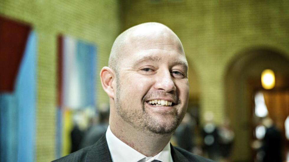 I HARDT VÆR:  Justisminister Anders Anundsen har kommet seg gjennom grillingen i Stortingets kontroll- og konstitusjonskomité, men det raser fremdeles rundt ministeren. Foto: Nina Hansen / Dagbladet