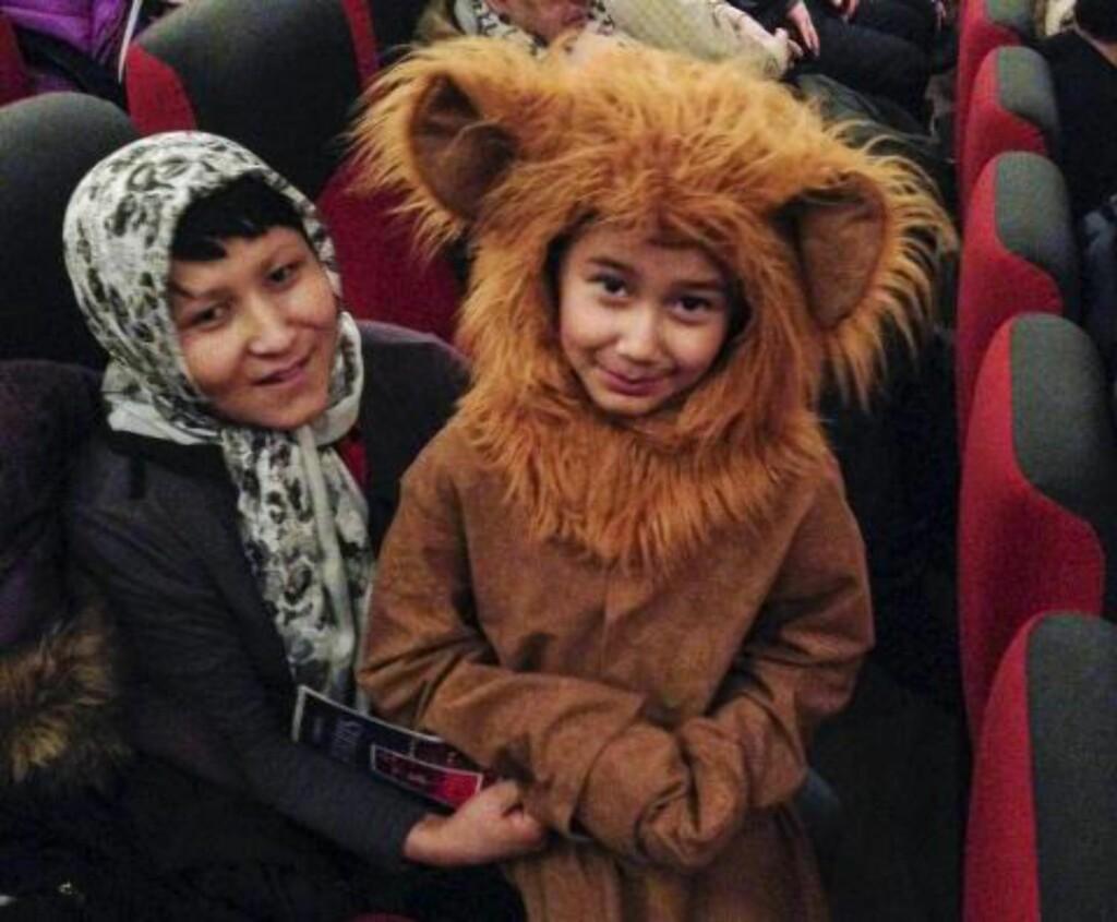 FARIDA SOM BJØRN:  Sammen med mamma den gang de var lykkelige, i Dokka. Foto: Privat