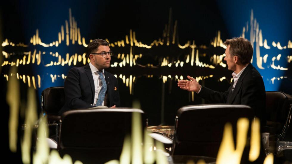 REAKSJONER: Gårsdagens Skavlan har skapt seerstorm etter at Fredrik Skavlans intervju med den svenske politikeren Jimmie Åkesson. Foto: NRK / Monkberry