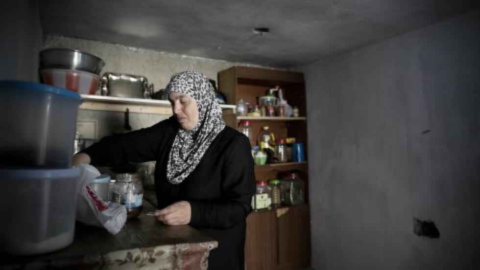 HVERDAGEN: Omizddein er moren til Noura. To ganger har hun gitt sin datter som kone til fremmede menn med penger. Foto: Tomm W. Christiansen / Dagbladet
