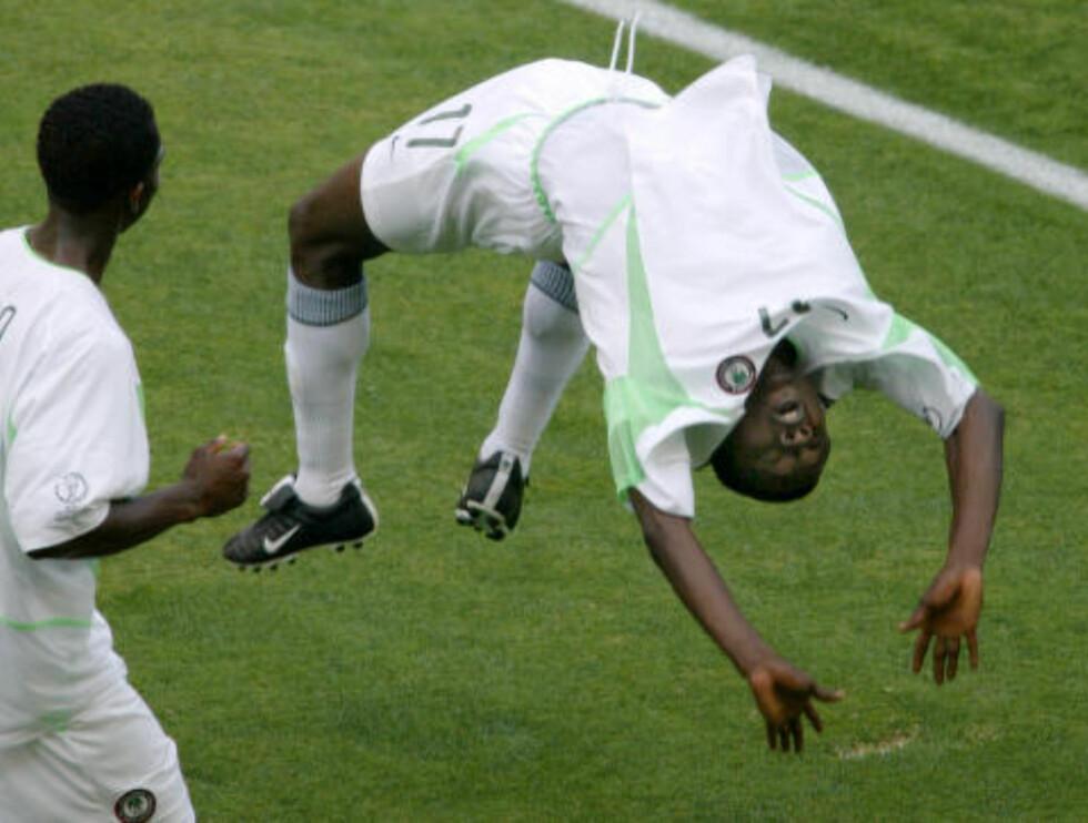 SIGNATURFEIRING: Julius Aghahowa. Foto: REUTERS/Kimimasa Mayama/NTB Scanpix