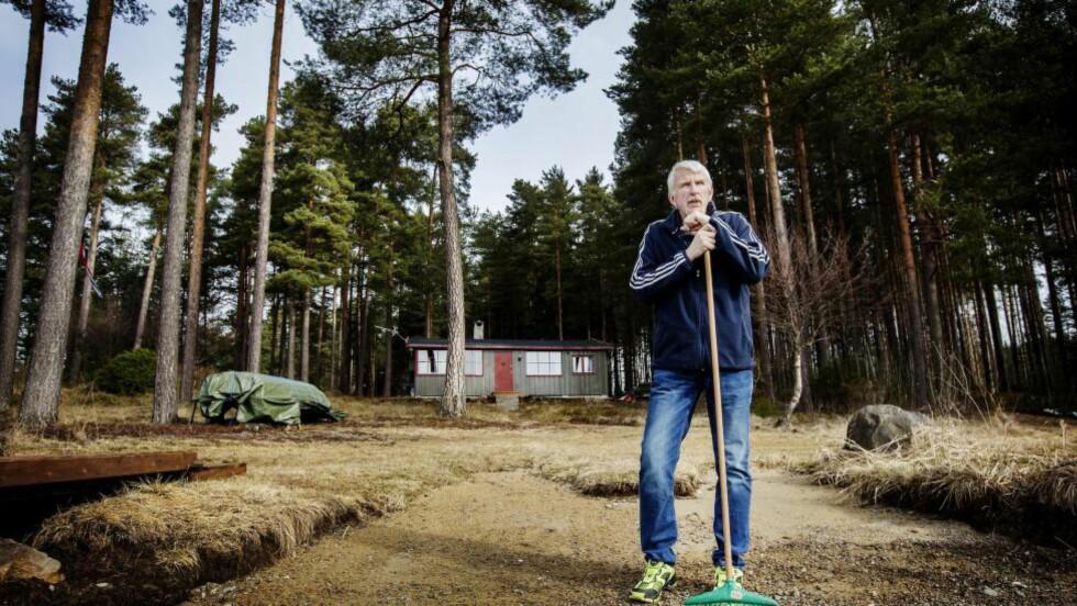 SKUFFET:  På grunn av svakere lønnsvekst får Terje Løberg (66) dårligere pensjon. Det er urettferdig, mener  han. I påsken har Løberg og familien vært på hytta i Brumunddal. Foto: Anita Arntzen