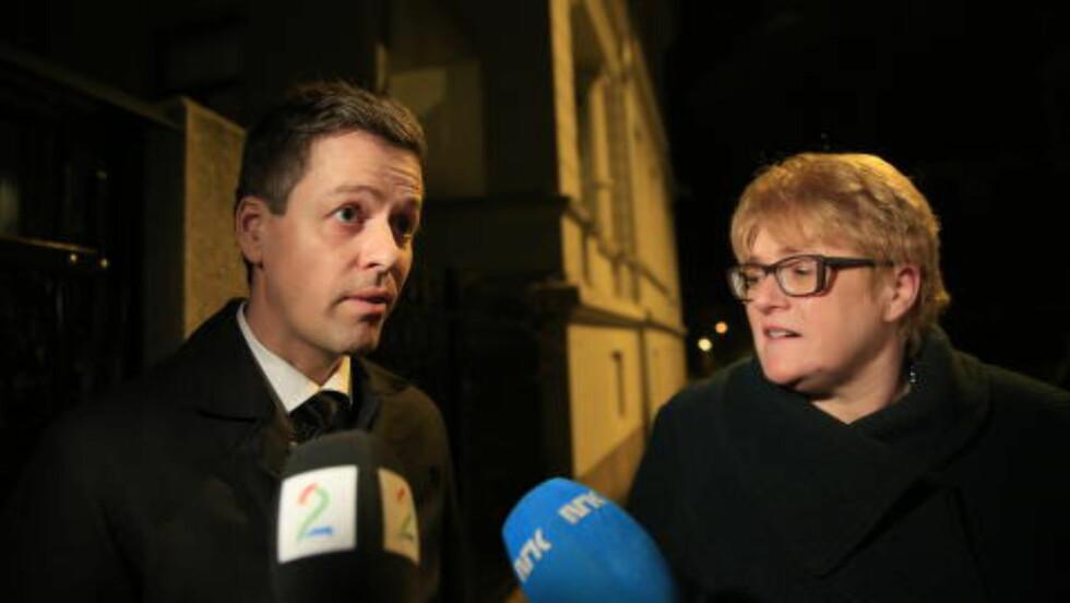 PÅ VEI UT: KrF-leder Hareide og Venstre-leder Skei Grande sier klimaet var godt, men at det gjenstår mer arbeid. Foto: Nina Hansen
