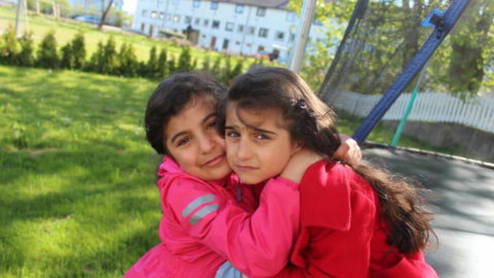 VIL VÆRE I NORGE:  De to søstrene Hawjin (10) og Nawjin (8) er født og oppvokst i Haugesund. Nå vil Utlendingsnemda sende dem til Iran av innvandringsregulerende hensyn. - Jeg er bekymret for barna våre. Nawjin ville ikke på skolen i dag. Hun får ikke sove, har vondt i hode og mage, sier faren Naser Alinejad bekymret. Foto: Privat.