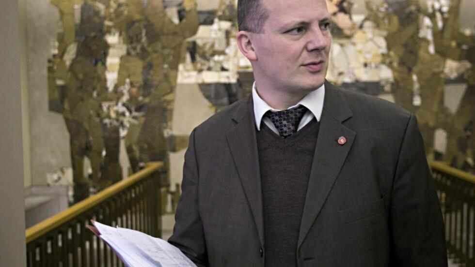 ADVARER AP:  Avvikles taxfree-ordningen, vil flere flyplasser måtte legges ned, sier samferdselsminister Ketil Solvik-Olsen (Frp). Foto: Torbjørn Berg / Dagbladet