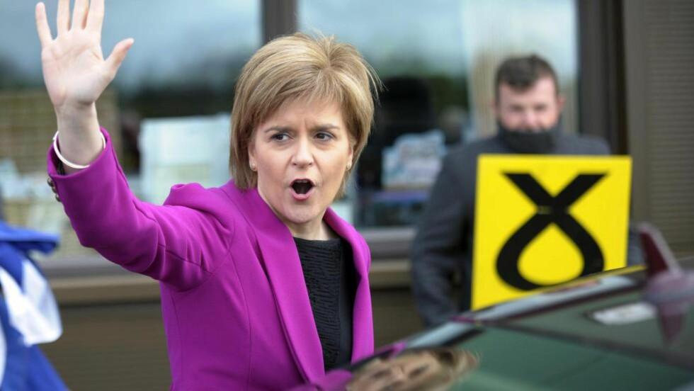 NY POLITISK STJERNE: Leder av de skotske nasjonalistene (SNP), Nicola Sturgeon, ønsker en ny kurs for Storbritannia og har uttalt at hun vil bidra til at Labour igjen tar over Downing Street nummer. Det går mot et høyst spennende valg på de britiske øyer torsdag 7. mai.Foto: AFP/NTB Scanpix