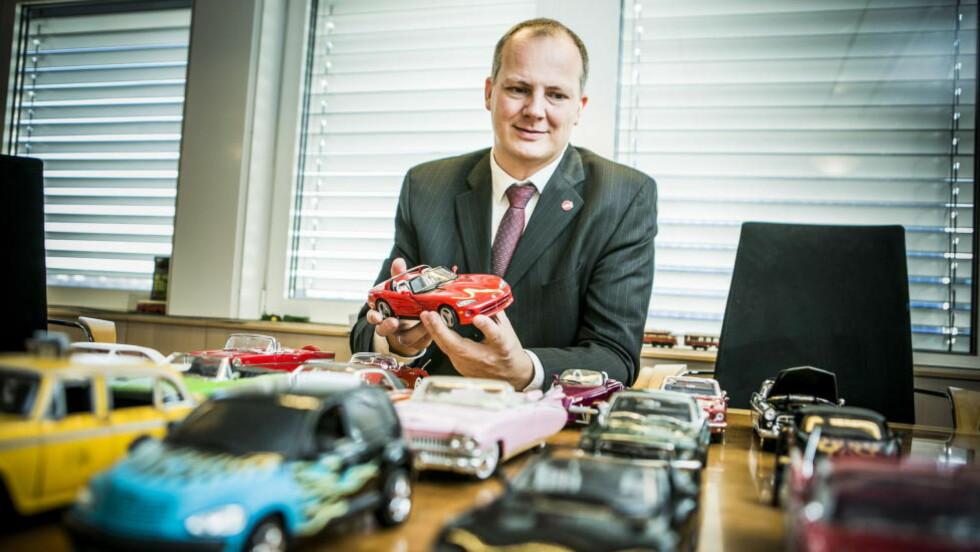 BIL-MANN: Samferdselsminister Ketil Solvik-Olsen er lidenskapelig interessert i bil, og da spesielt i gamle amcar-modeller. Nå ønsker han å lette på regelverket som også vil gjelde import fra USA.  Foto: CHRISTIAN ROTH CHRISTENSEN / DAGBLADET