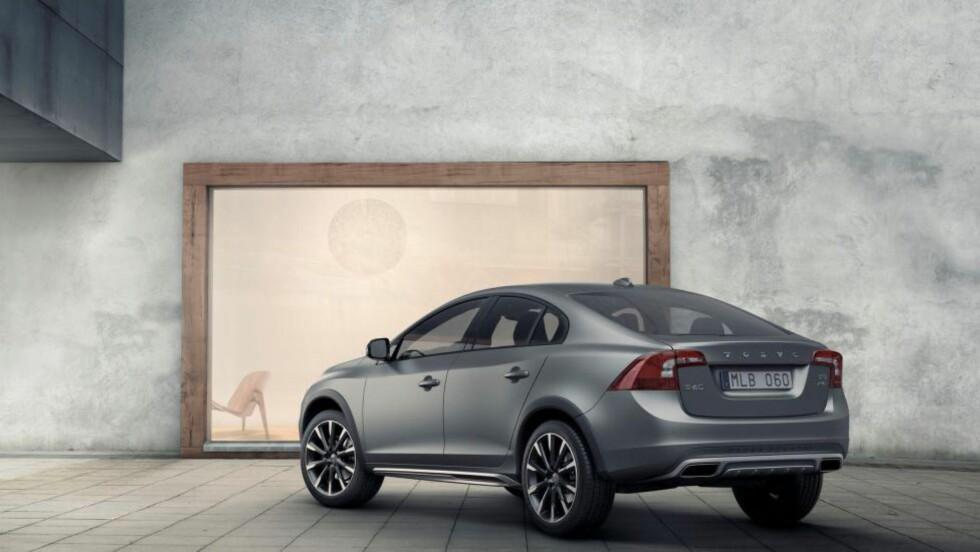 Første gang: Aldri før har Volvo lansert en sedan med CC- eller XC-pakke.  Foto: VOLVO