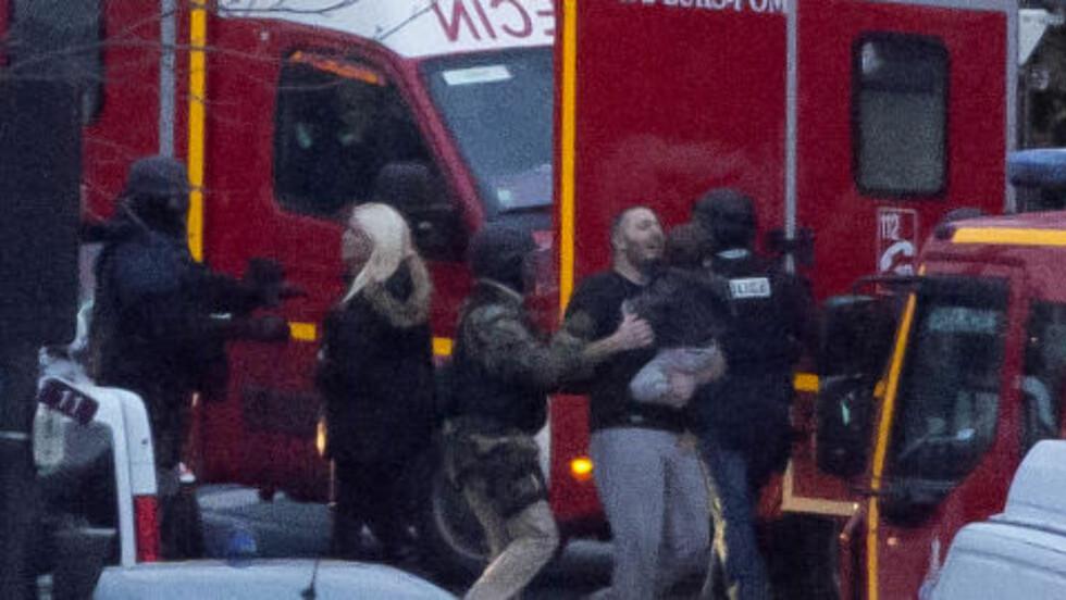 GISSELDRAMA:  15 gisler slapp fri etter at Amédy Coulibaly ble drept under gisselaksjonen i Øst-Paris i går. Fire ble drept av terroristen. Foto: AP / NTB Scanpix