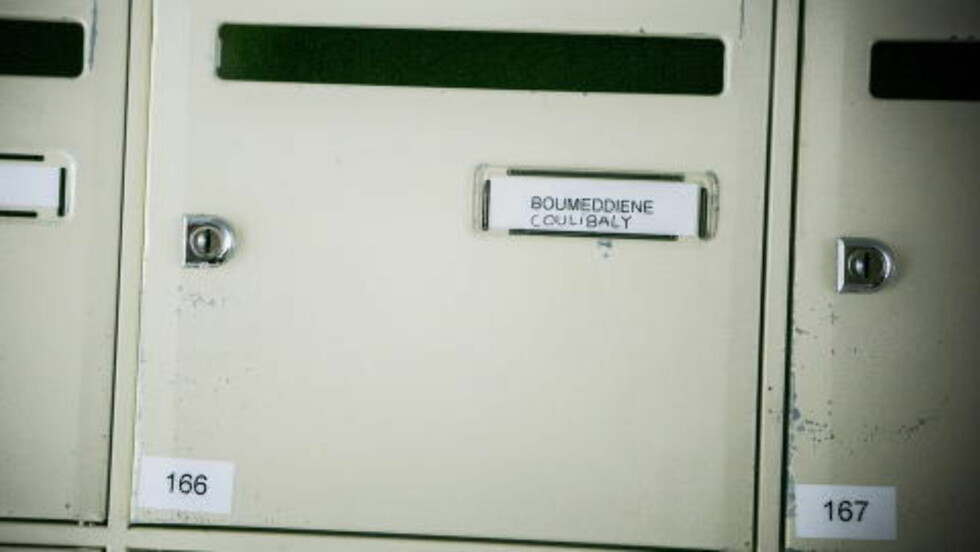 BODDE SAMMEN:  Amedy Coulibaly (32) og Hayat Boumeddiene (26) bodde sammen i en leilghet i forstaden Fontenay-aux-Rouges sør for Paris. Fransk politi bekreftet i går overfor Dagbladet at de to var kjærester. Foto: Christian Roth Christensen / Dagbladet
