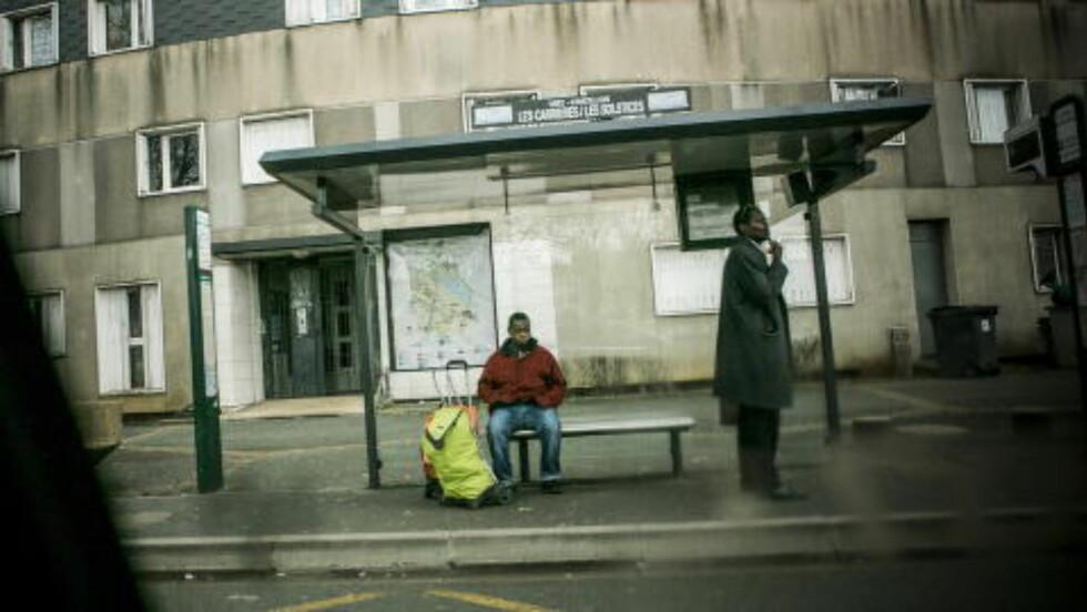 VOKSTE OPP HER:  Amedy Coulibaly (32) vokste opp i forstaden Grigny, her i Le Grande Borne, sør for Paris. Han skal ha bodd der inntil de siste årene, hvor han flyttet til en leilighet i Fontenay-aux-Roses med kjæresten Hayat Boumeddiene. Boumeddiene har ifølge franske medier vokst opp i forstaden Val-de-Marne. Foto: Christian Roth Christensen / Dagbladet
