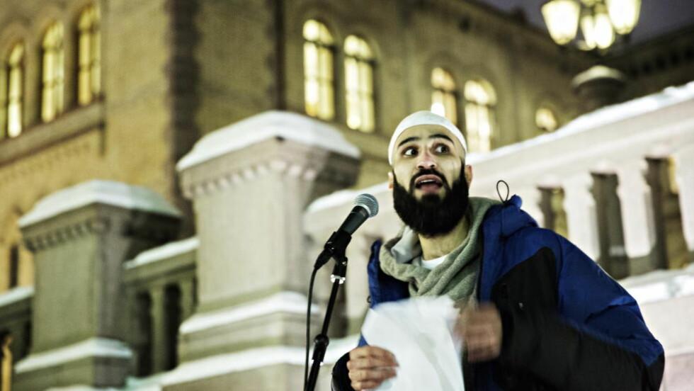 TIL ANGREP PÅ SAMARBEIDSPARTNER:  En tydelig opprørt Thee Yezen Al Ubeide avsluttet sin tale forran Stortinget med et angrep på det han omtalte som en krenkelse av sin egen ytringsfrihet. Foto: Nina Hansen