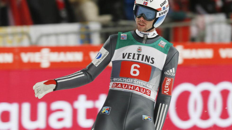 FALT: Anders Bardal falt og skadet hånda i kvalifiseringsrennet i Wisla i formiddag. Foto: Terje Bendiksby / NTB scanpix